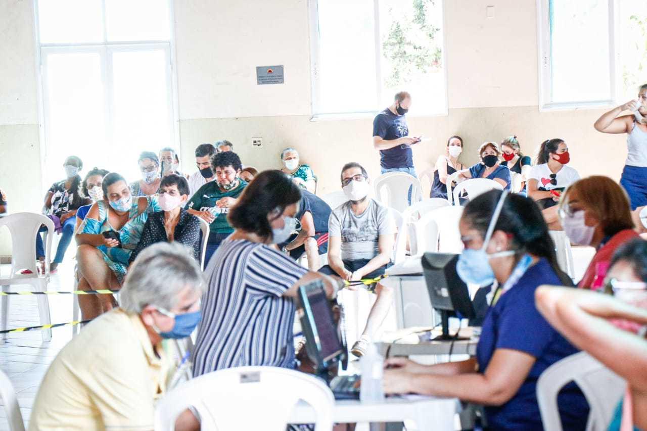Além da demanda, funcionários explicam que a falta de cadastro no site dificulta agilidade no atendimento. (Foto: Henrique Kawaminami)