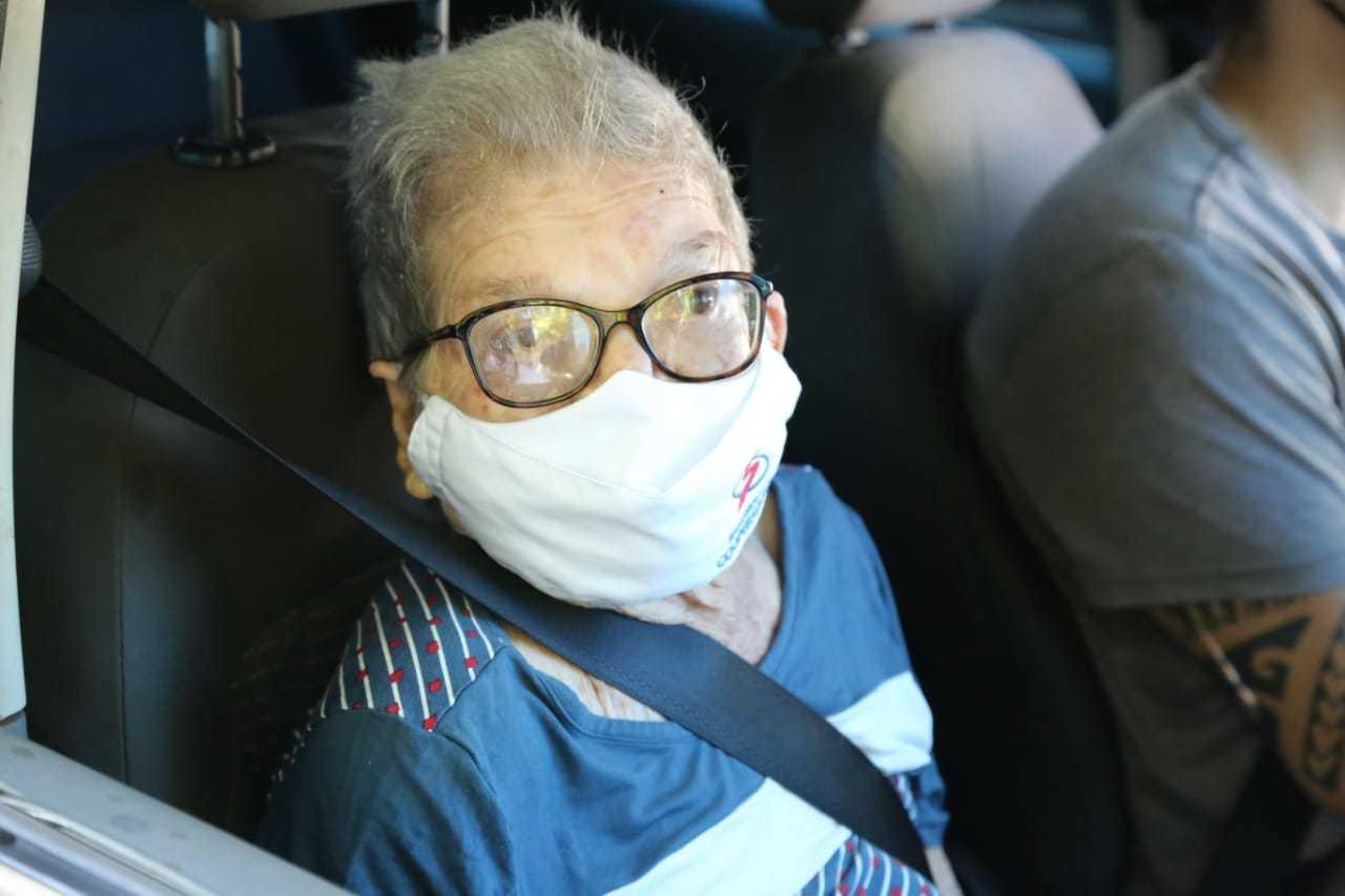 Pompeia Aparecida Camargo pediu pelo fim da pandemia da covid-19. (Foto: Kísie Ainoã)
