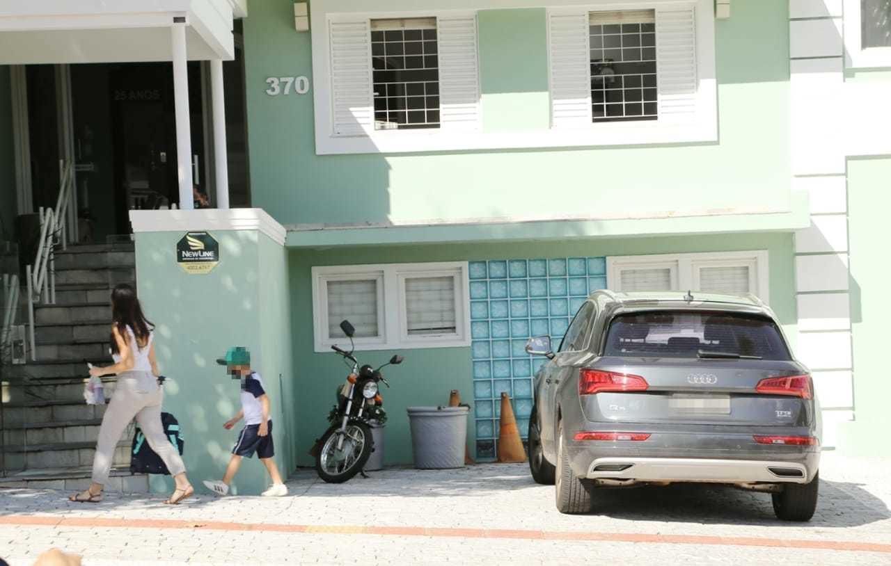 Aluno chegando à escola na tarde desta segunda-feira (29). (Foto: Kísie Ainoã)