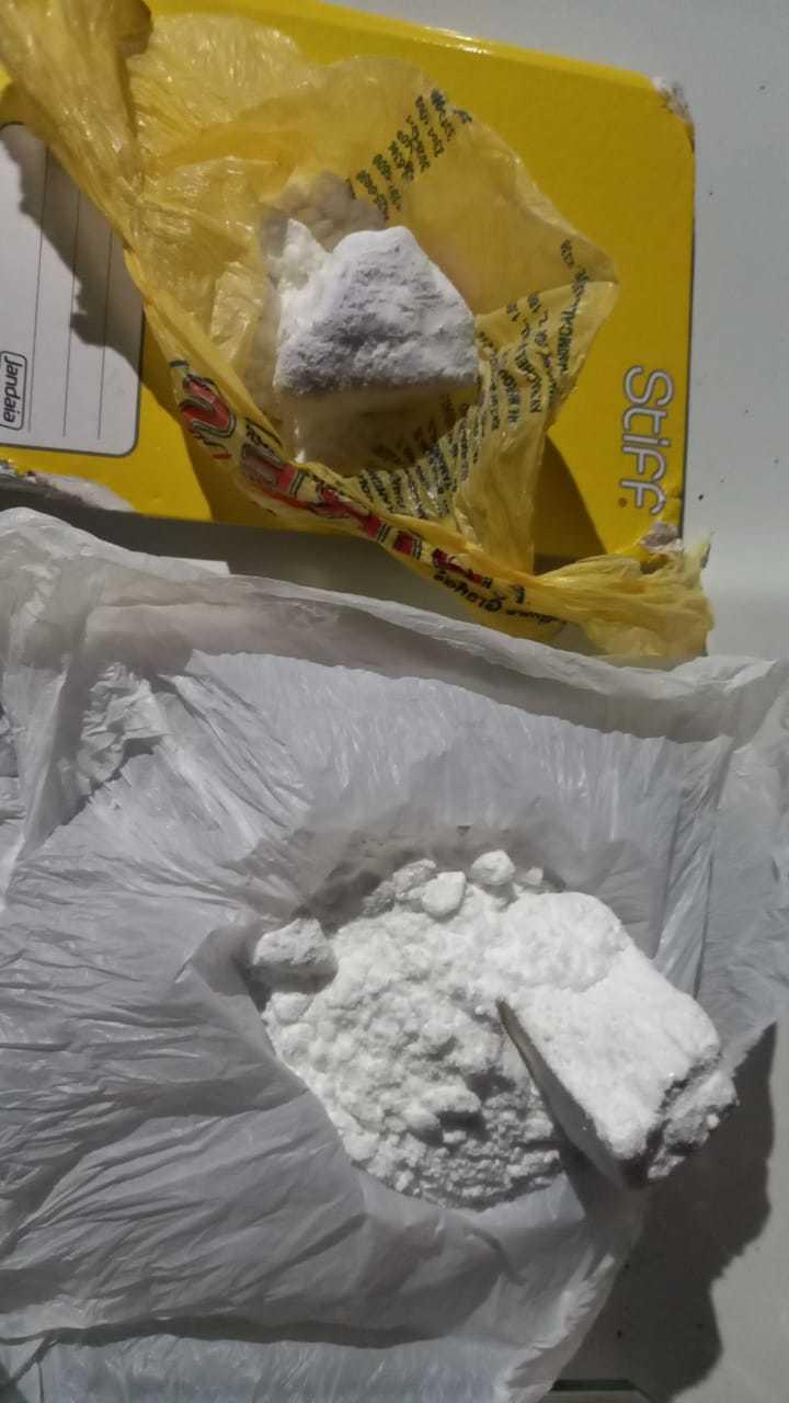 Porções de cocaína também foram achados. (Foto: Divulgação)