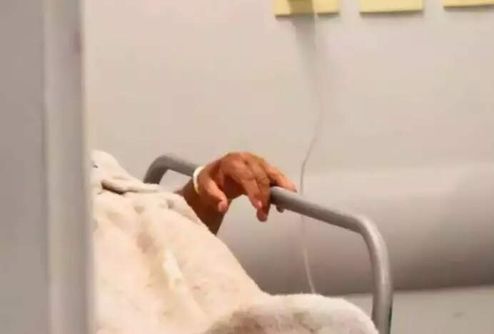 Paciente em leito de unidade de saúde de Campo Grande. (Foto: Marcos Maluf/Arquivo)