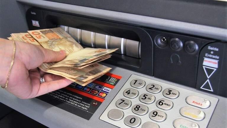 Para servidores de Campo Grande, dinheiro do salátio estará disponível para saque na terça-feira (6). (Foto: Divulgação)