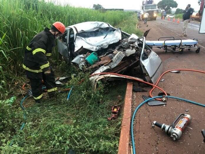 Chevrolet Kadett ficou completamente destruído após acidente. (Foto: Rones Cezar/Alvorada Informa)