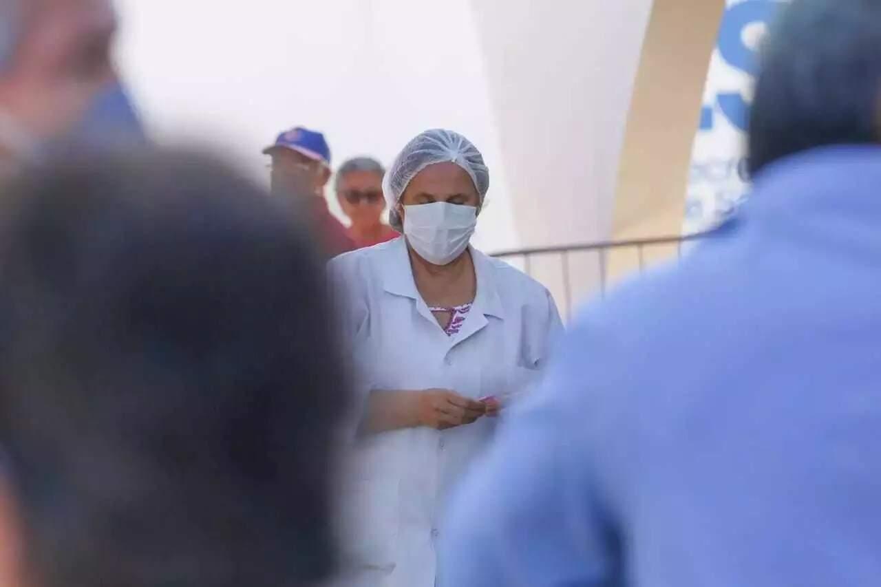 Profissional de saúde durante atendimento en Unidade Básica de Saúde, em Campo Grande (Foto: Marcos Maluf/Arquivo)