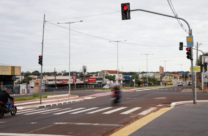 Imagem do cruzamento das avenidas Noroeste com a Salgado Filho (Foto: Henrique Kawaminami)