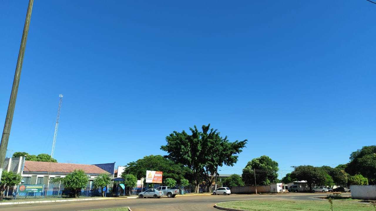 Friozinho contrasta com céu aberto na manhã desta quarta em Iguatemi (Foto: Direto das Ruas)