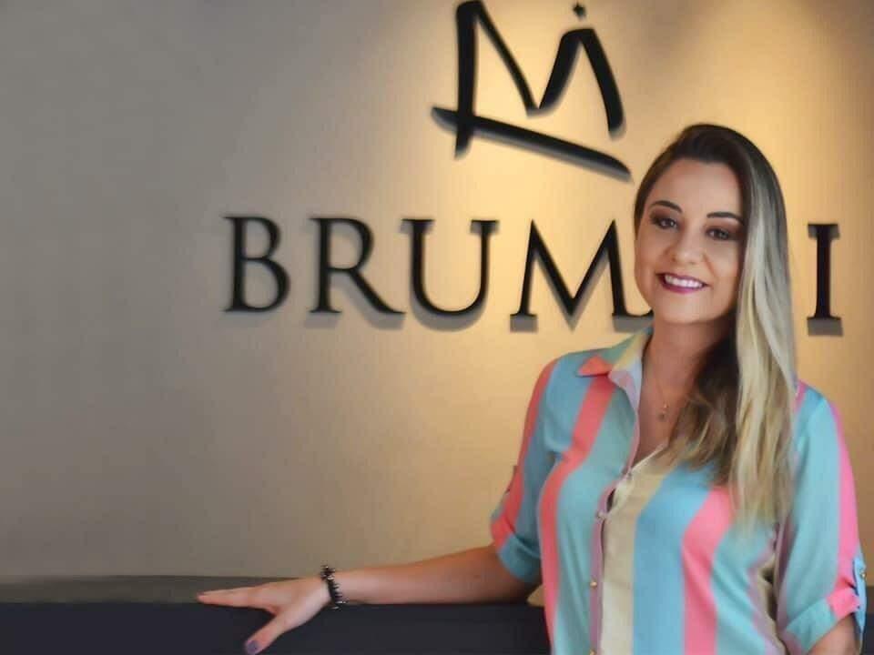 Taylla hoje é dona de loja de roupa feminina em Campo Grande. (Foto: Arquivo Pessoal)