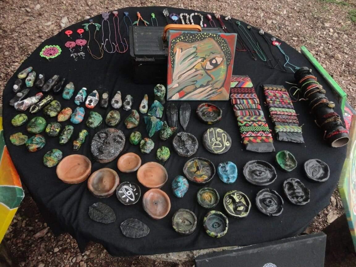 Peças artesanais produzidas por Aldivio e Luara (Foto: Arquivo Pessoal)