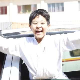 Para matar saudade, alunos vão de kimono receber mimo em drive-thru