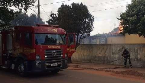 Incêndio consome cozinha de escola estadual no centro de cidade de MS