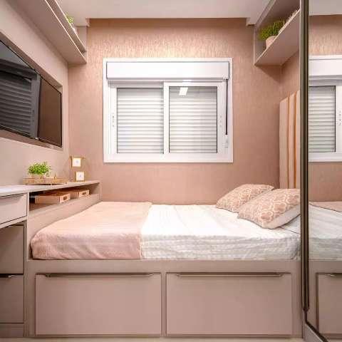 Com boas escolhas, espaço de 6 m² vira quarto de casal sem aperto