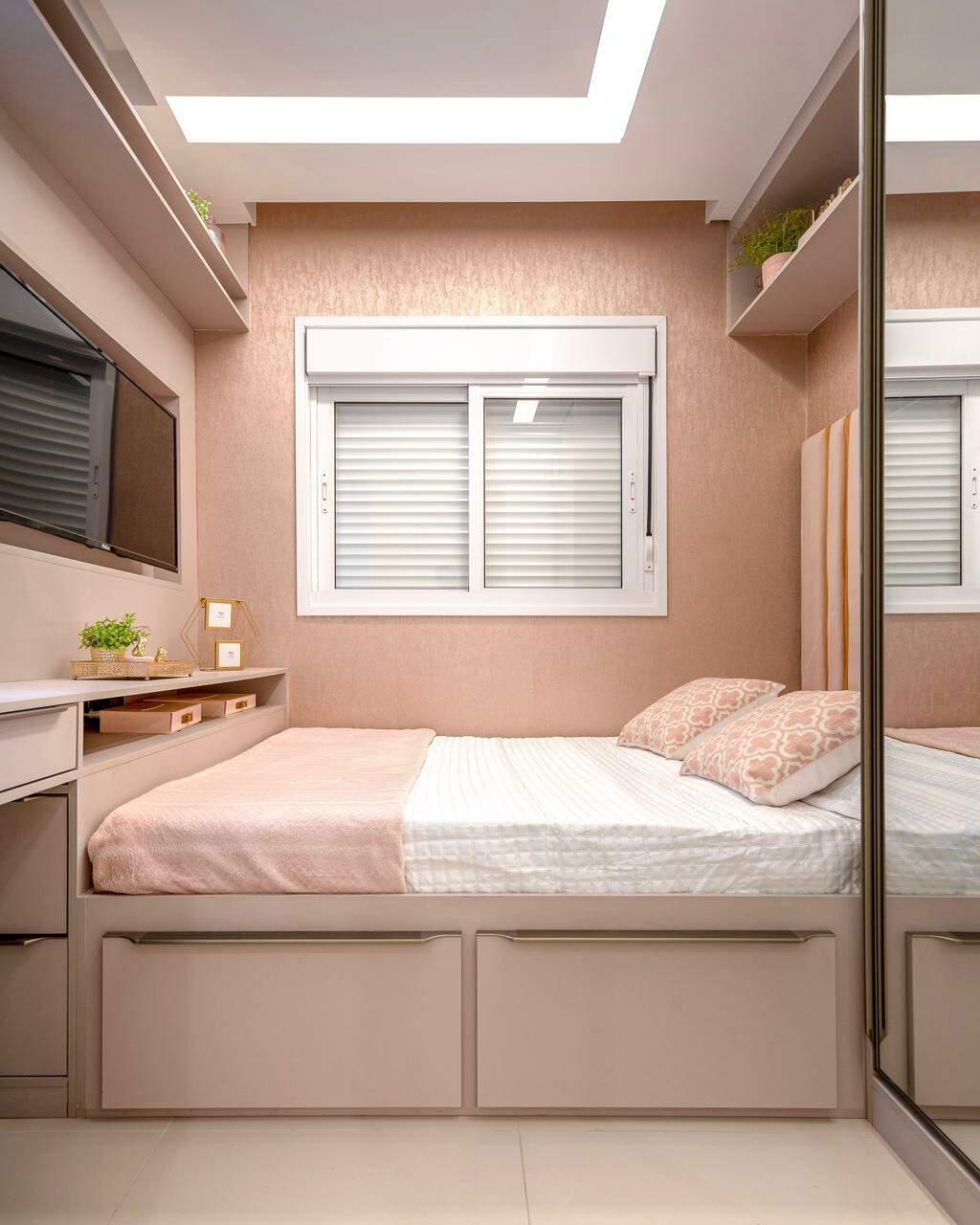 Apesar do espaço reduzido, quarto ganhou conforto com boas soluções. (Foto: Janaina Lott)