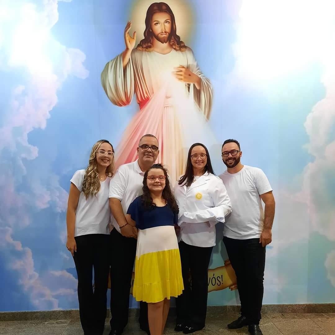 Família reunida na igreja. (Foto: Arquivo da Família)