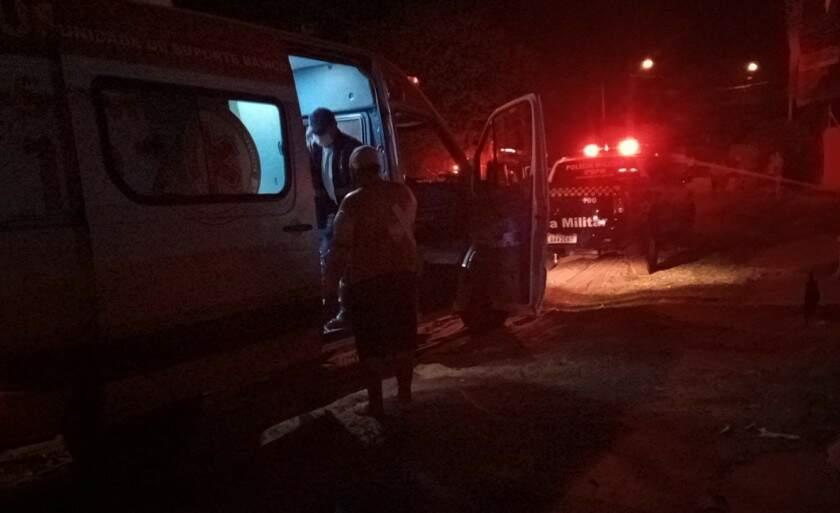 Vítima foi socorrida e levada para hospital consciente e orientada. (Foto: Alfredo Neto | JP News)