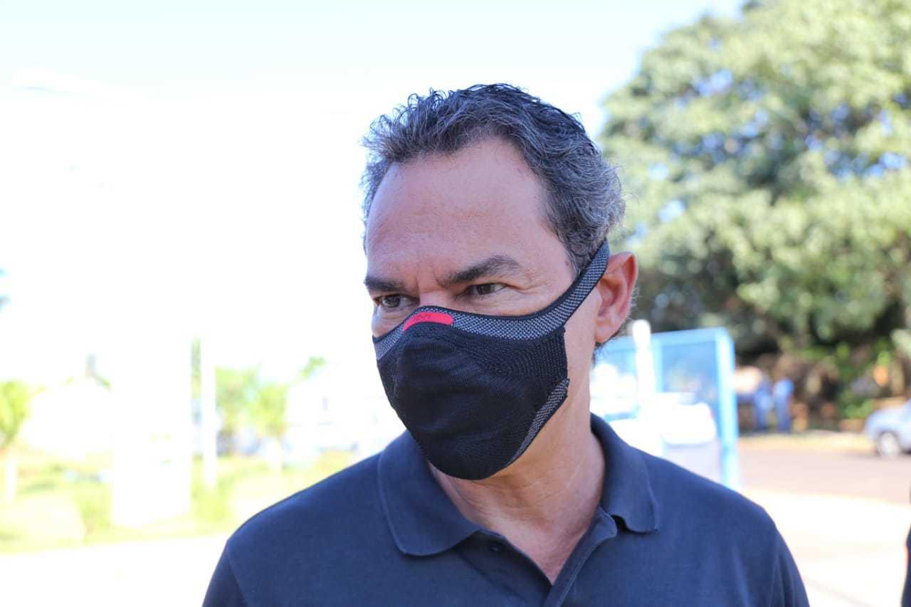 Prefeito Marquinhos Trad durante início da campanha de vacinação contra gripe na UBSF do Bairro Nova Lima. (Foto: Paulo Francis)
