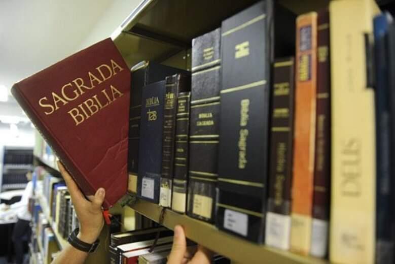 Bíblia Sagrada é livro obrigatório no acervo das escolas públicas do Estado desde 2004 (Foto Divulgação)
