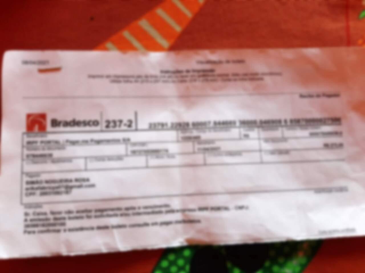 Boleto pago por idoso com identificação do Banco Bradesco (Foto: Direto das Ruas)