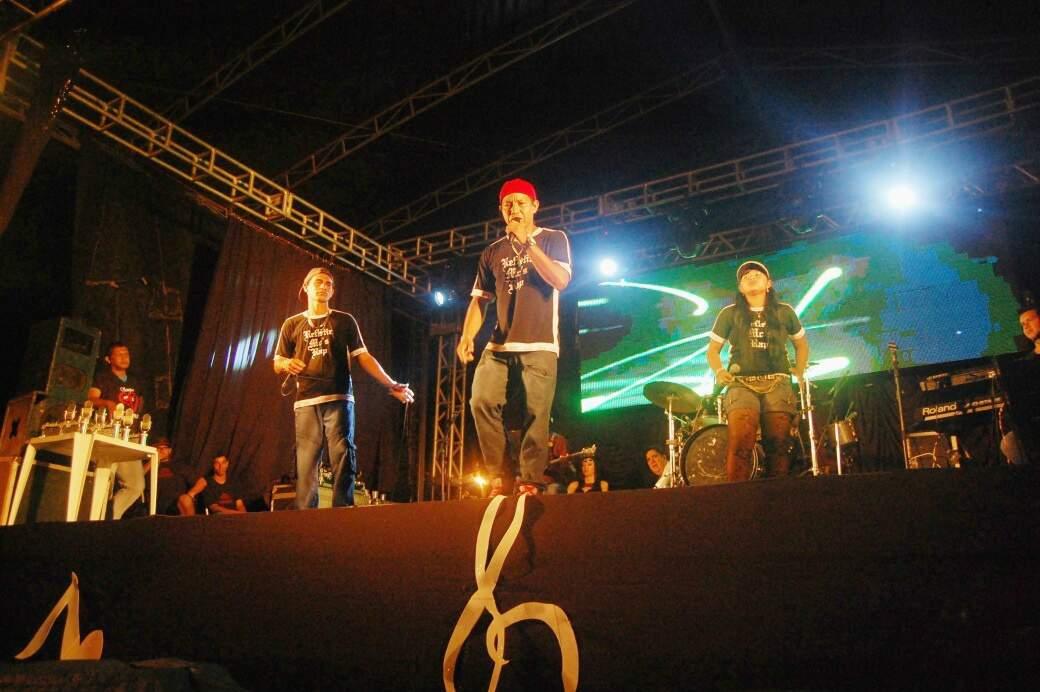 Pelo convite de um amigo, Ana Lúcia se tornou a rapper Anarandá do grupo Refletir MC's (Foto: Arquivo Pessoal)
