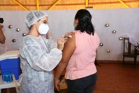 """Campo Grande deixa """"tudo pronto"""" para retomar vacina com nova remessa"""