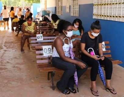Vacinada contra covid, comunidade Tia Eva sonha em retomar alegria do pagode