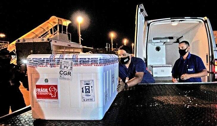 O 13º carrregamento chegou ontem à noite, no Aeroporto Internacional de Campo Grande (Foto/Divulgação: Saul Schramm)
