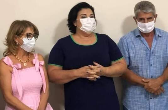 Candidata a prefeita Vanda Camilo (PP), ao lado da candidata a vice-prefeita Rosi Fiúza (MDB) e do marido dela Daltro Fiúza durante campanha eleitoral, antes da contaminação do coronavírus (Foto Arquivo)