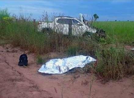 Acidente entre picape e moto deixa um morto e outro gravemente ferido na BR-163