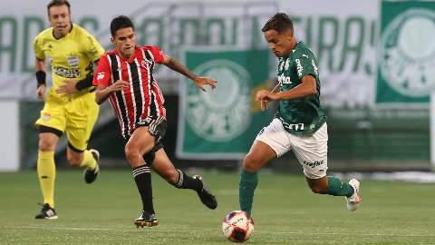 São Paulo aproveita falha de Scarpa e bate o Palmeiras na 4ª vitória seguida