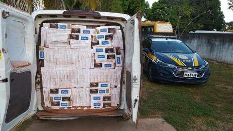 Motorista é preso com Fiorino abarrotado com 25 mil maços de cigarros