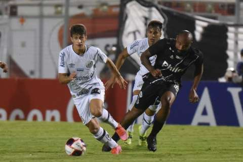 Com time misto, Santos leva 3 da Ponte no 1º tempo e tropeça no Paulistão