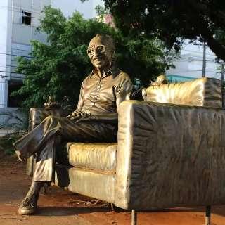 Triste, mas não surpreso, escultor já tinha alertado sobre vandalismo
