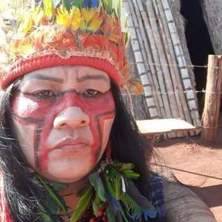 """Valdelice """"está"""" enquanto professora, mestra e doutora no mundo não-indígena, mas que continua e sempre será a kaiowá Paí Tavyterã, isto é, a """"descendente direta do sol"""" (Foto: Arquivo Pessoal)"""