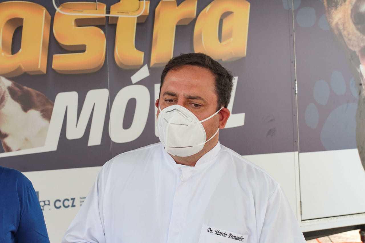 """""""É o maior programa de castração gratuita do Brasil"""", diz Fernandes. (Foto: Marcos Maluf)"""