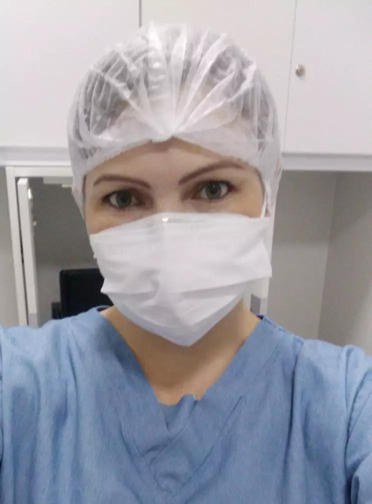 Marci encontrou realização profissional ao trabalhar na área da saúde, depois de fazer o curso de auxiliar de laboratório. (Foto: Arquivo Pessoal)