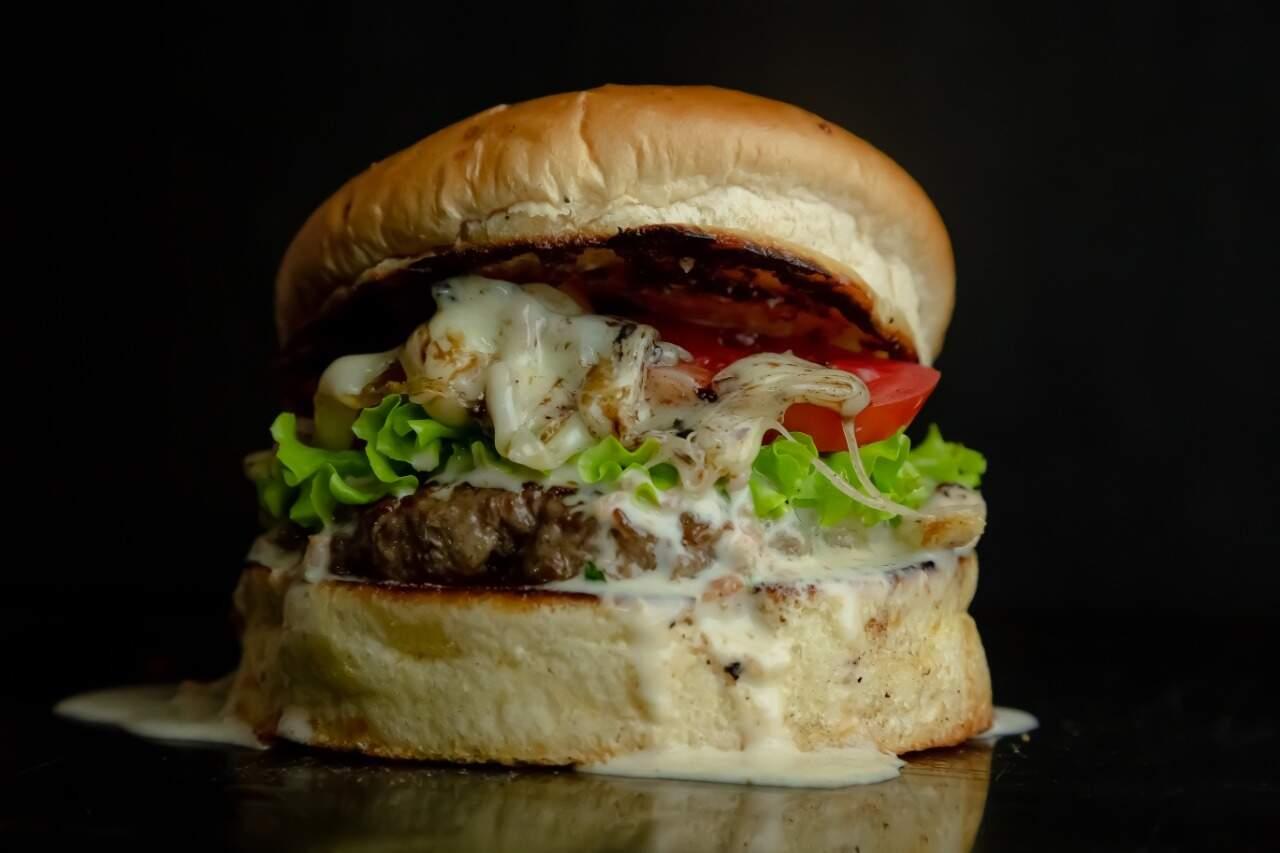 """""""Bêbados Habilidosos"""": Hambúrguer de 120g é feito com carne do gado brangus (Foto: Lekão)"""