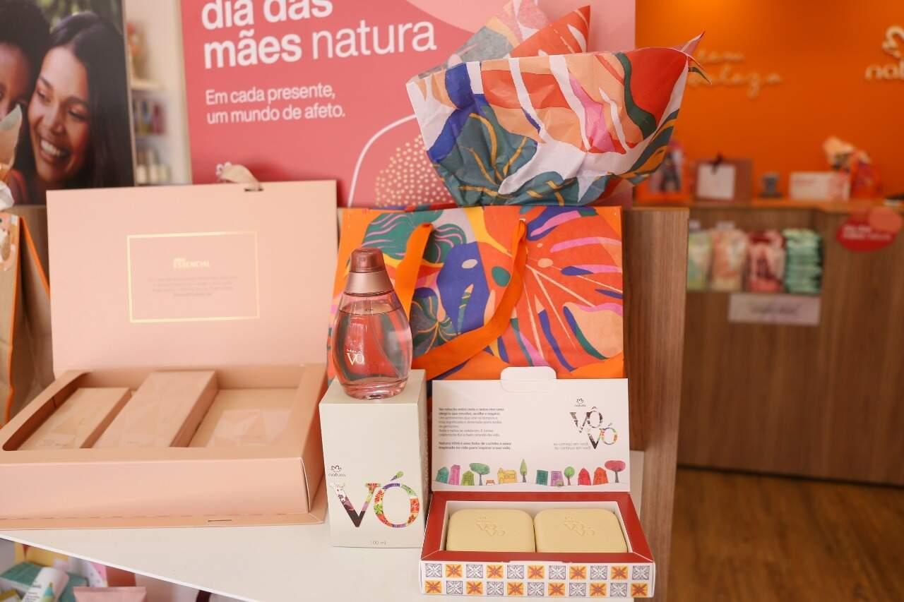 Kit Vovó com perfume e caixa de sabonete. (Foto: Paulo Francis)
