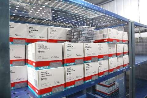 MS recebe quase 90 mil vacinas contra a covid amanhã