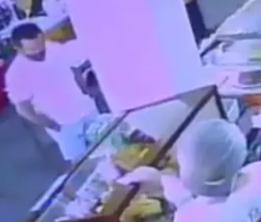 Luiz Carlos da Rocha em padaria de Sorrito, MT, minutos antes de ser preso, em 2017. (Foto: Reprodução de vídeo)
