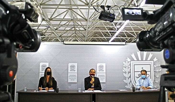 Da esquerda para direita, Mikaella Lima, Leonado Bastos e Sérgio Murilo Mota. (Foto: Saul Schramm)