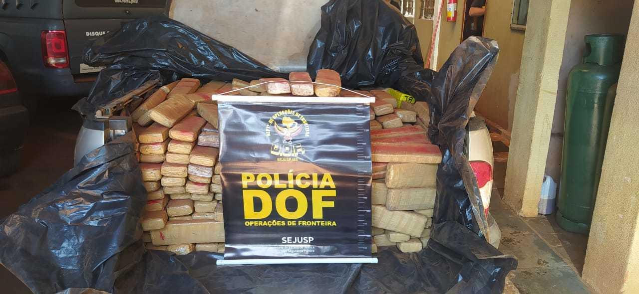 A droga estava dividida em centenas de tabletes sobre a carroceria do veículo. (Foto: DOF)