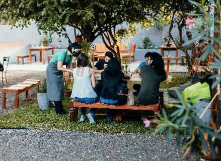 Café inaugura no jardim com menu inspirado nas viagens pelo mundo