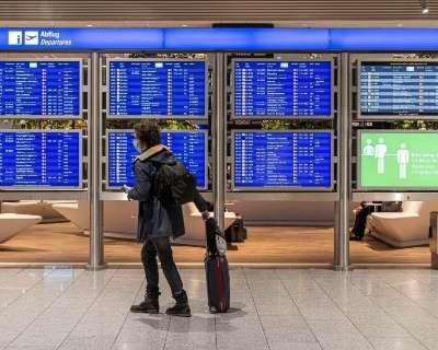 Avanço da vacinação faz Europa reduzir restrições a turistas