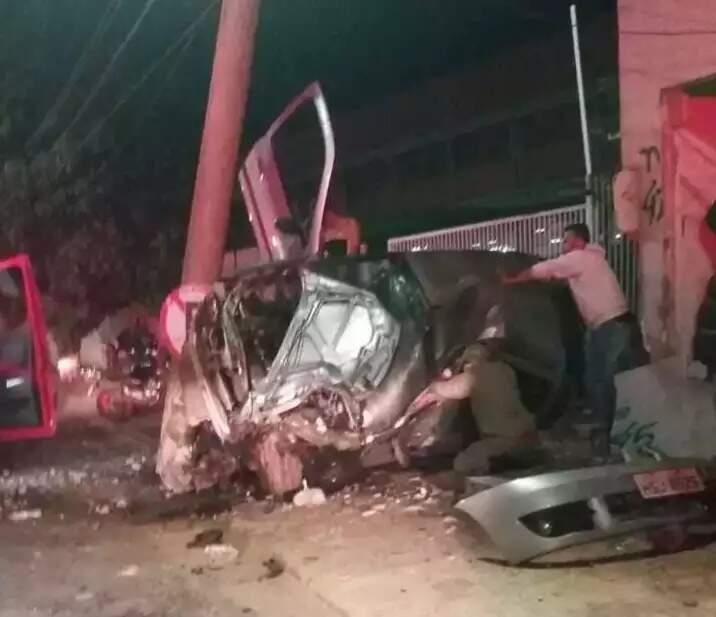 Acidente na Avenida Ernesto Geisel deixou três vítimas, duas em estado grave (Foto: Direto das Ruas)