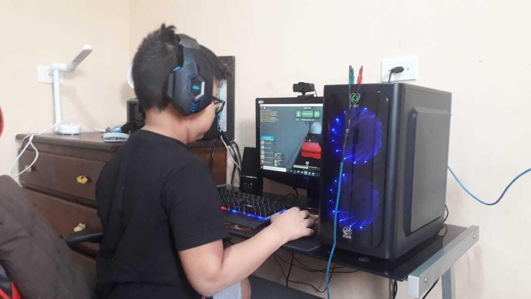 Murilo agora escolhe games de aventura e luta que fazem parte da faixa etária.