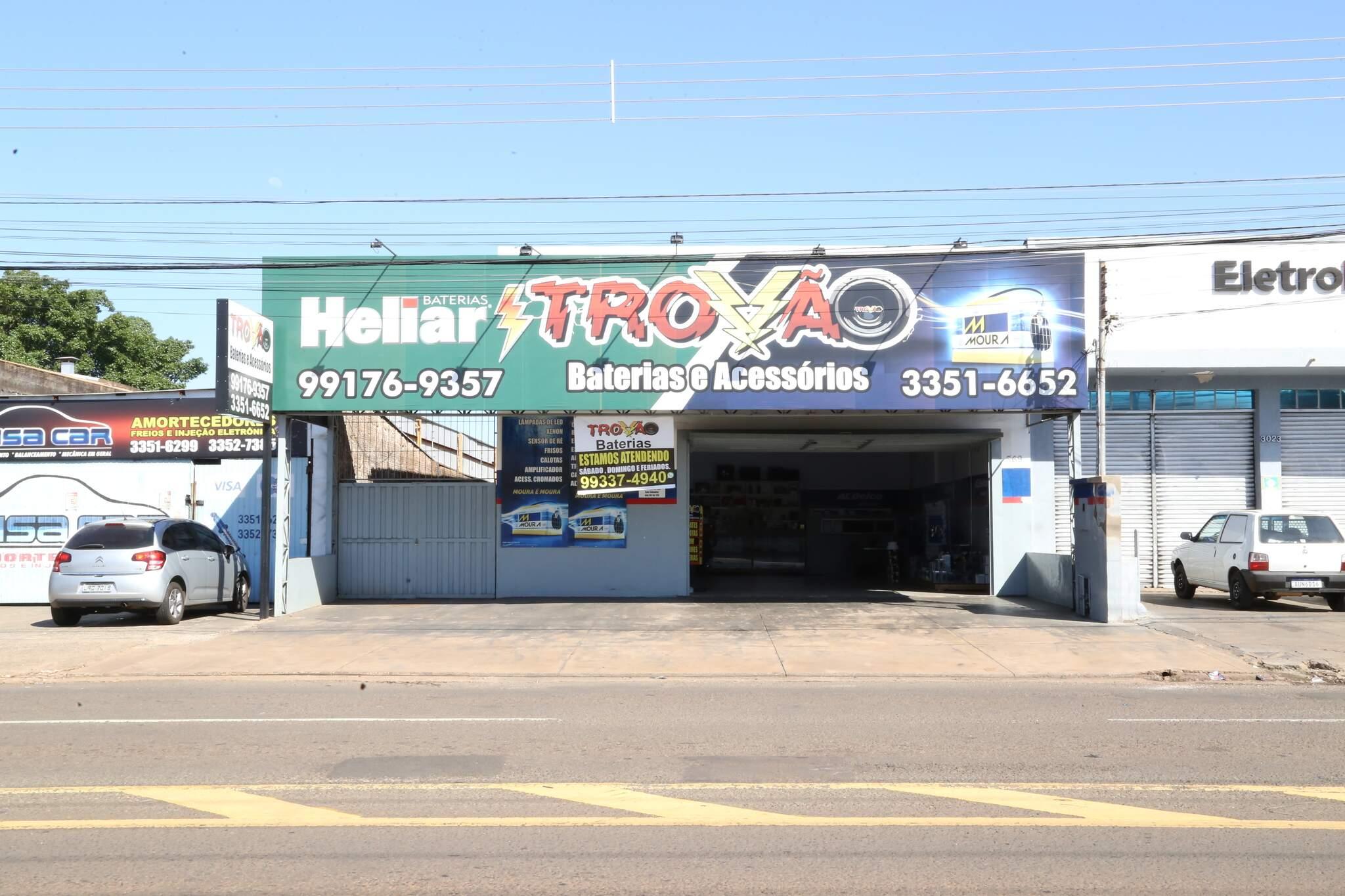 Trovão Baterias unidade 2, localizada na Rua São Borja, 369 (continuação da Rua Ceará), Bairro Coronel Antonino