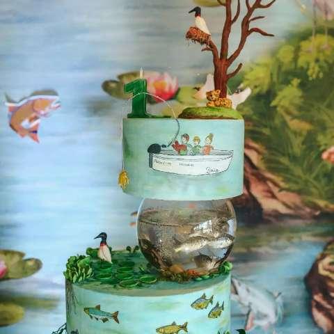 Pantanal inspira aniversário com bolo de peixe, tuiuiú e caranguejo