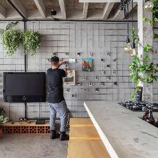 Da parede ao teto, grade metálica transforma decoração da casa