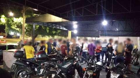 Moradores se revoltam com aglomeração em conveniência no São Lourenço