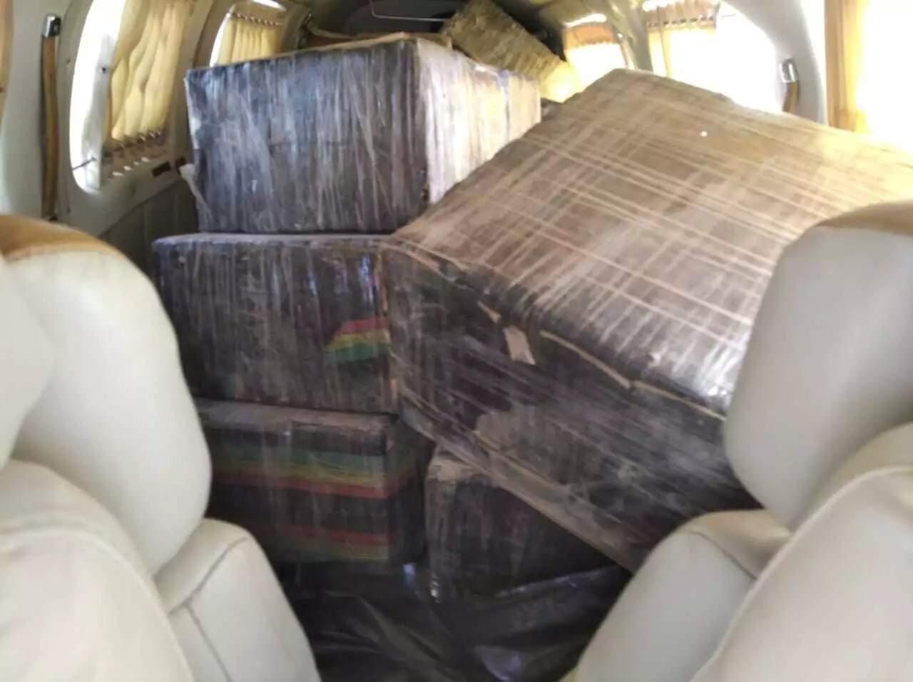 Carga de cocaína no interior de aeronave apreendida em Ivinhema (Foto: Jornal da Nova/Arquivo)