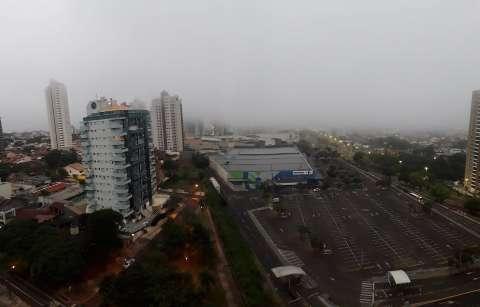 Capital amanhece com forte neblina e previsão é de friozinho ao longo do dia